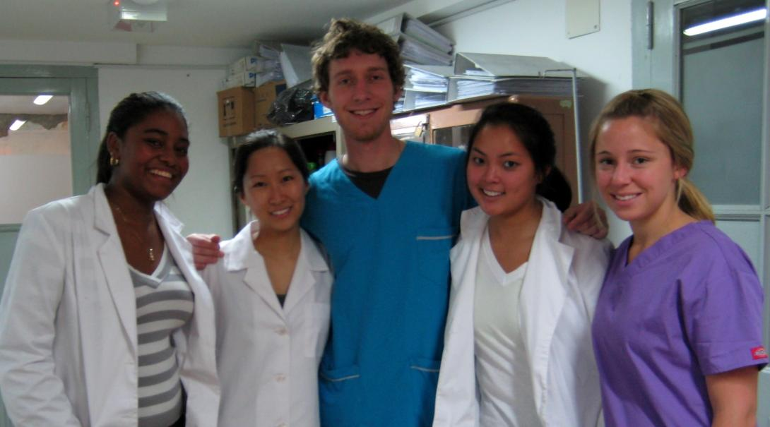 Projects Abroad interns work in a hospital on our medical placement for high school students in Argentina
